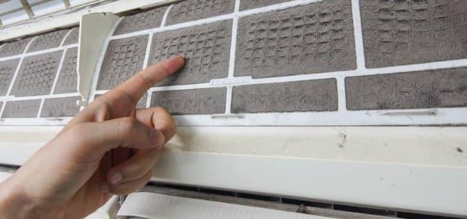 filtro sucio de aire acondicionado split